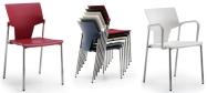 Plaststole Aktiva er en plaststol som er velegnet til konference.